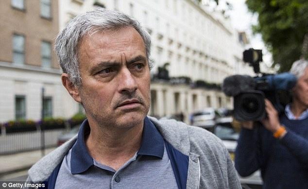 Con ai noi Mourinho khong biet tan cong hinh anh