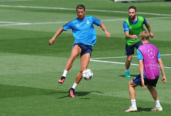 PSG de nghi mua Ronaldo voi gia 120 trieu euro hinh anh 1