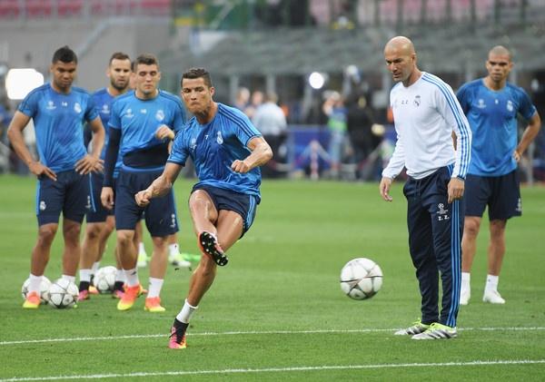 Real cua Zidane: Ba thang cu ngo 30 nam hinh anh 2