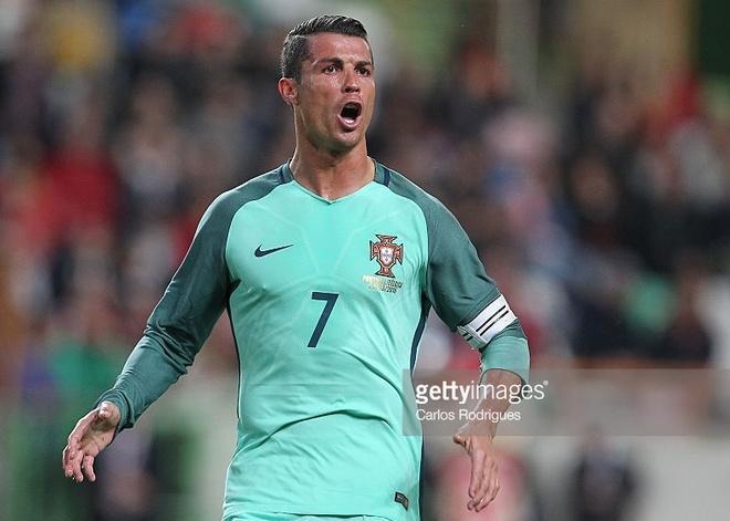 Bo Dao Nha co nguy co bi khung bo cao nhat vi Ronaldo hinh anh