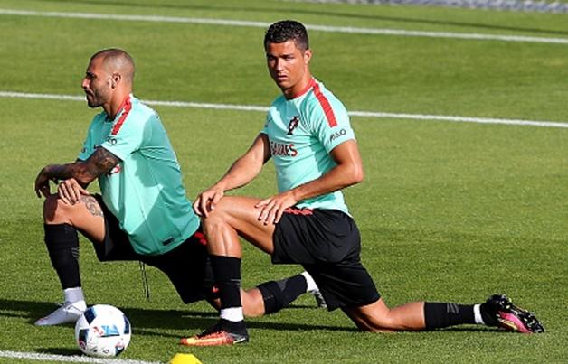 Ronaldo va Bale do co dui ran chac hinh anh
