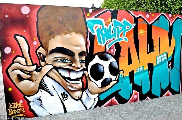 Doi hinh trong mo cua Euro: Ronaldo sanh vai huyen thoai hinh anh 2
