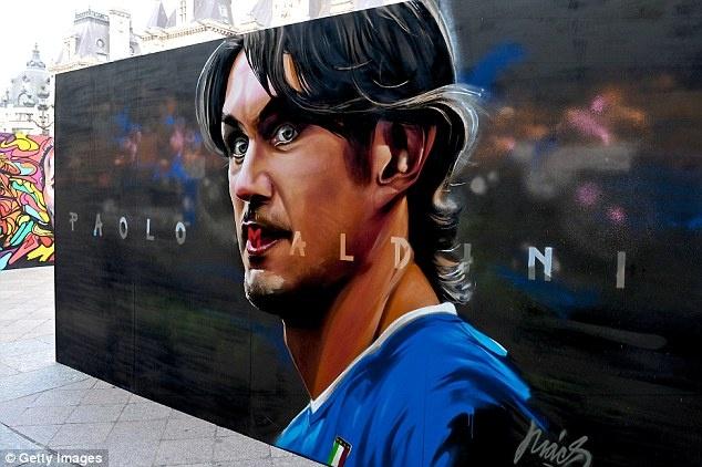 Doi hinh trong mo cua Euro: Ronaldo sanh vai huyen thoai hinh anh 5
