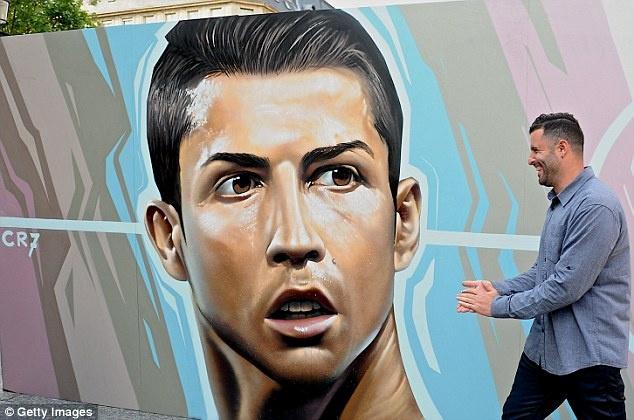 Doi hinh trong mo cua Euro: Ronaldo sanh vai huyen thoai hinh anh