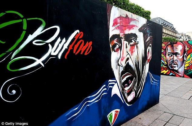 Doi hinh trong mo cua Euro: Ronaldo sanh vai huyen thoai hinh anh 1