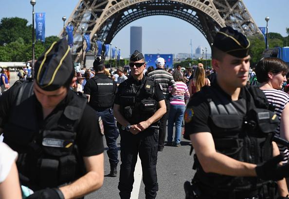 Khai mac Euro 2016: Bong da va am anh khung bo Paris hinh anh