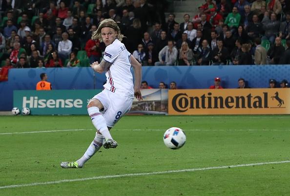 'Than Thor' Bjarnason khien Ronaldo be mat hinh anh 1