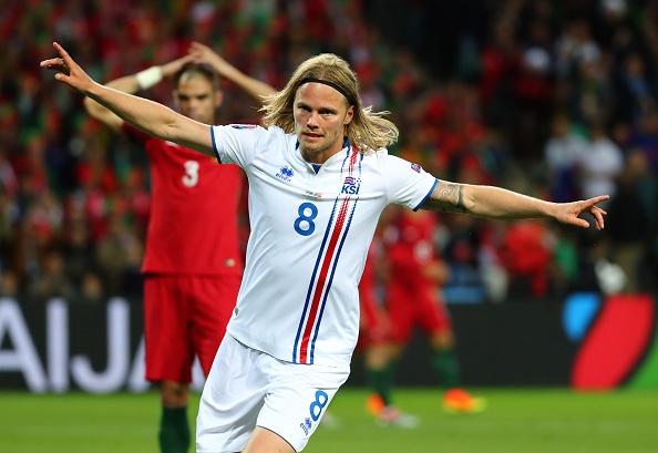 'Than Thor' Bjarnason khien Ronaldo be mat hinh anh