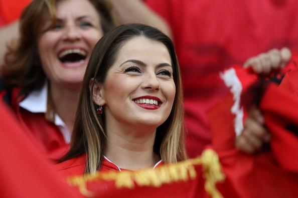 Fan Albania khoe vong 1 nong bong tren khan dai hinh anh 11