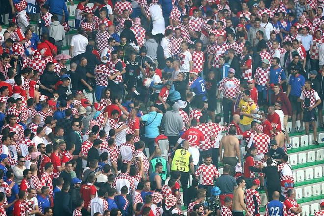 UEFA phat nang Croatia hinh anh