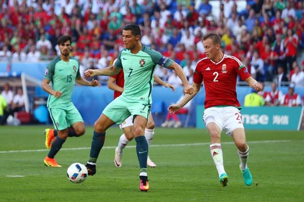 Ronaldo va Bale: Hai mat cua anh hung hinh anh 2