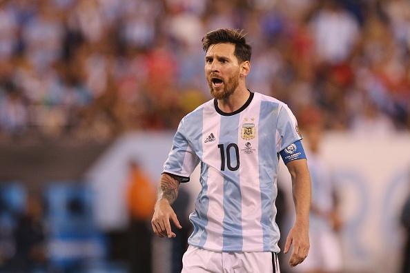 'Dung dau hang, Messi' hinh anh