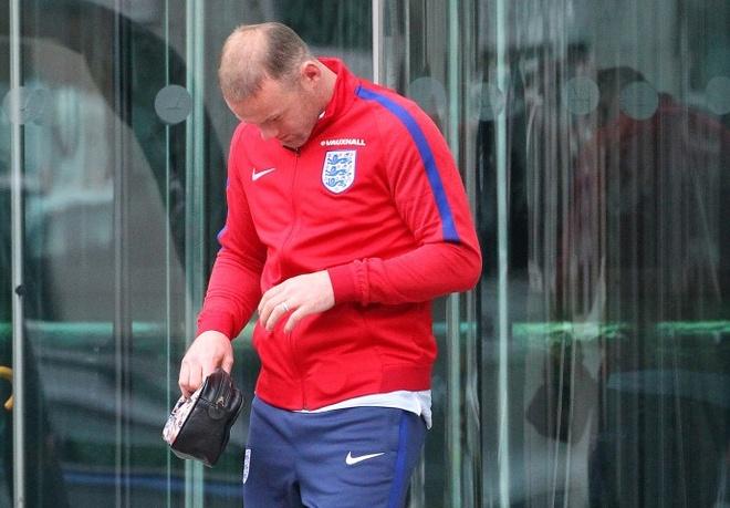 Rooney tro lai thoi hoi dau chi sau 1 dem hinh anh