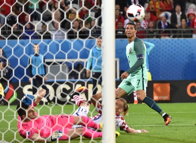 Thich bi tra tan, moi xem Ronaldo va Lewandowski hinh anh 1