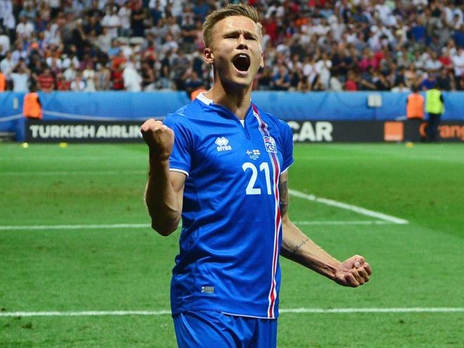 Ao dau Iceland dat nhu tom tuoi nho Euro 2016 hinh anh