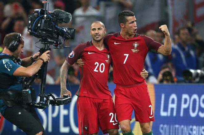 Tinh than 'Dai uy My' len ngoi tai Euro 2016 hinh anh 2