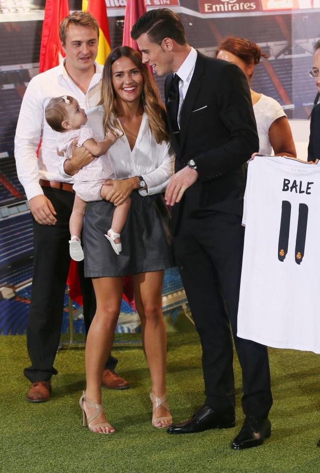 Cau chuyen WAGs: Ronaldo dang ghen ty voi Bale hinh anh 8