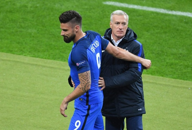 Olivier Giroud truoc nguy co lo tran gap Duc hinh anh