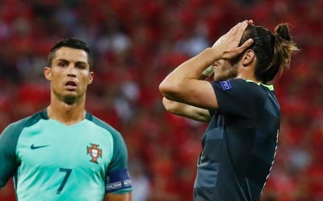 Ronaldo la 'bo gia', con Bale chi la gangster hinh anh