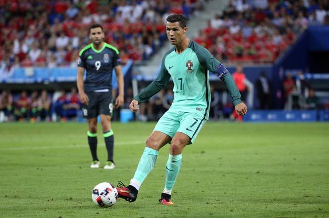Ronaldo la 'bo gia', con Bale chi la gangster hinh anh 1
