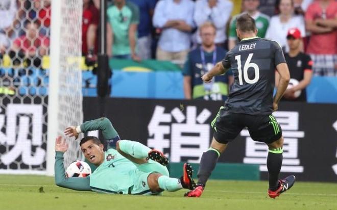 Sao Xu Wales che Ronaldo anh 1