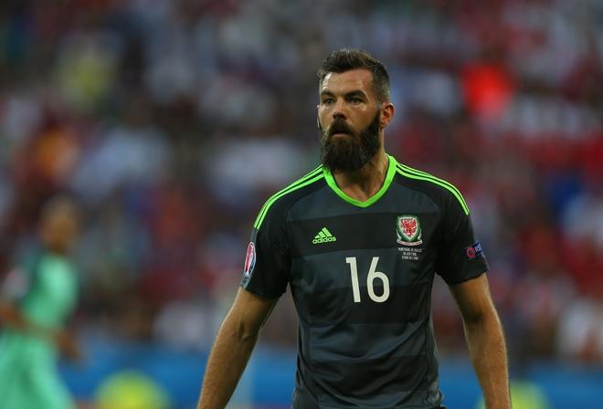 Cay cu that bai, sao Xu Wales che bai Ronaldo hinh anh
