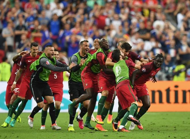 Tien thuong vo dich Euro khong bang luong tuan cua Ronaldo hinh anh 1