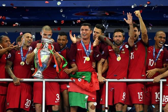 Euro 2016: Ky di, pha dop va nha vo dich khong giong ai hinh anh