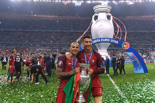 Quaresma ninh Ronaldo ra mat hinh anh 1