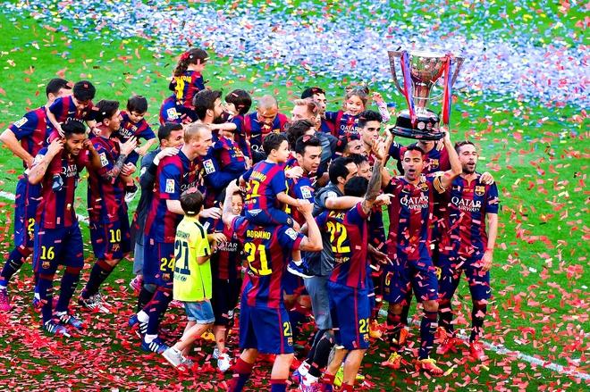 Barcelona sau 1 nam bau cu: Thanh cong hay that bai? hinh anh 1