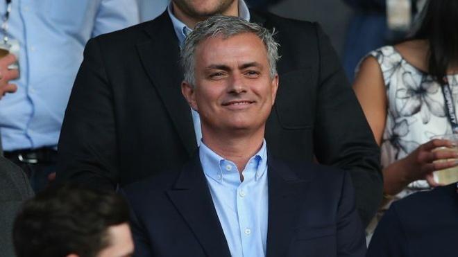 Doi y, Mourinho chon Messi gioi hon Ronaldo hinh anh