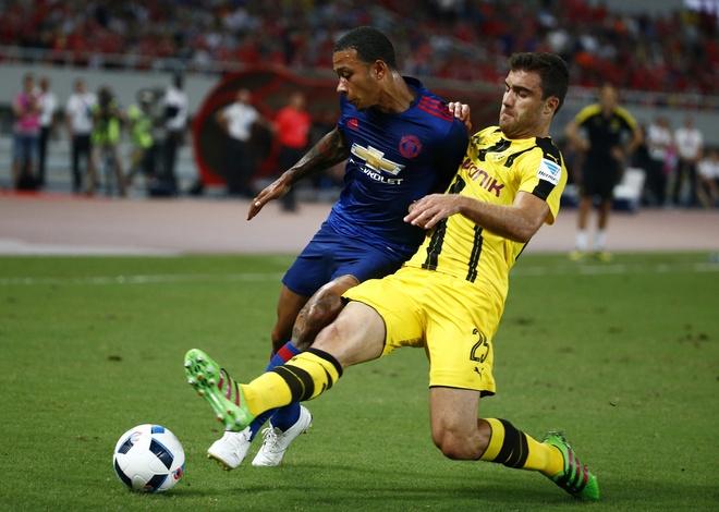 Depay bi cham diem te nhat tran MU thua Dortmund hinh anh 1