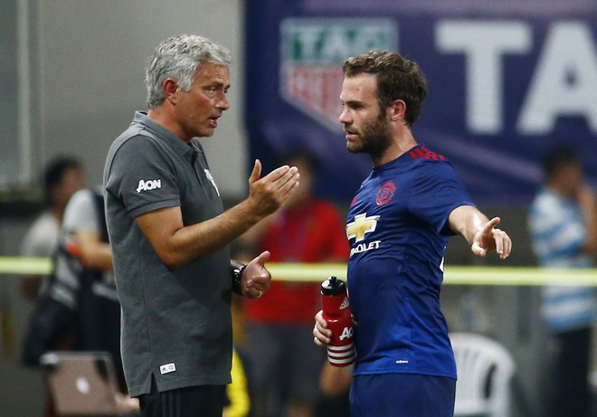 Nhin MU thua dam, Mourinho co hoang loan? hinh anh 1