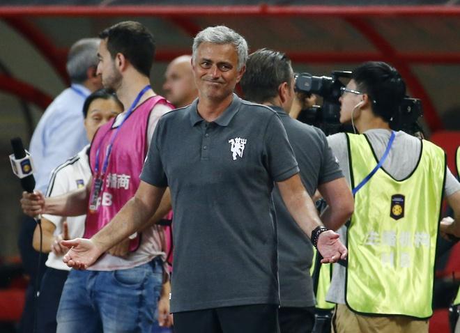 Nhin MU thua dam, Mourinho co hoang loan? hinh anh