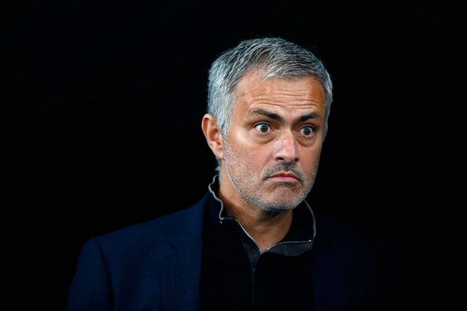 Mourinho phu phang voi fan Chelsea hinh anh