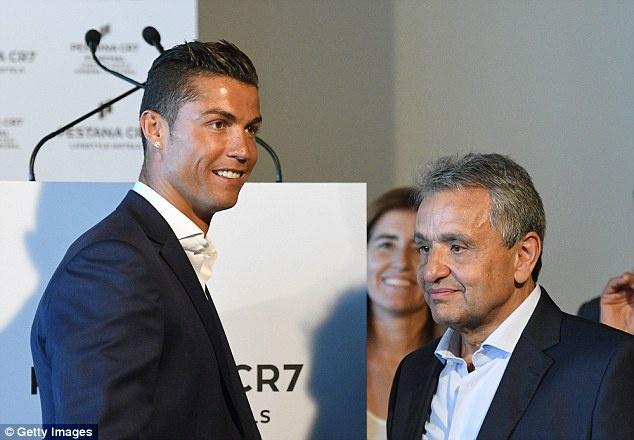 Ronaldo banh bao khai truong chuoi khach san trieu USD hinh anh 2