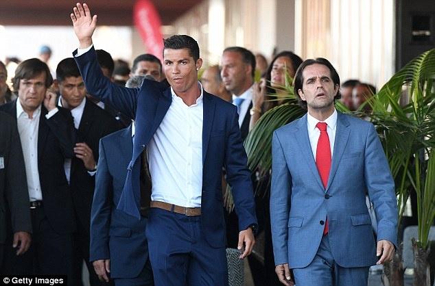 Ronaldo banh bao khai truong chuoi khach san trieu USD hinh anh 3