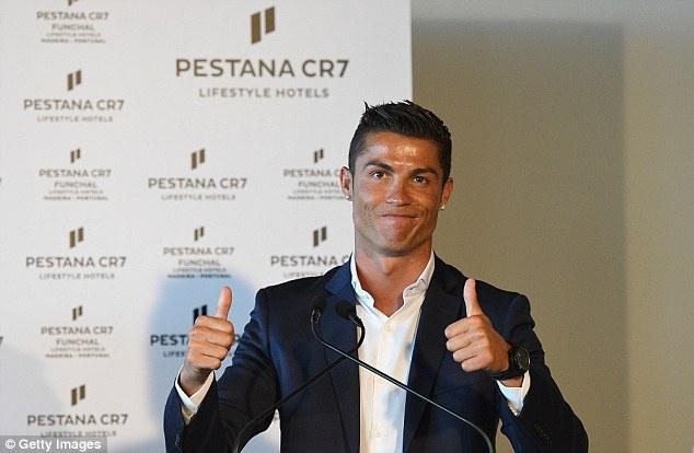 Ronaldo banh bao khai truong chuoi khach san trieu USD hinh anh 4