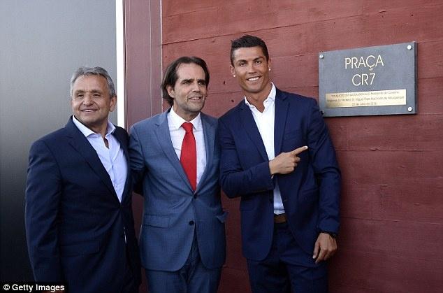 Ronaldo banh bao khai truong chuoi khach san trieu USD hinh anh 5