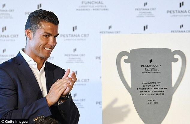 Ronaldo banh bao khai truong chuoi khach san trieu USD hinh anh