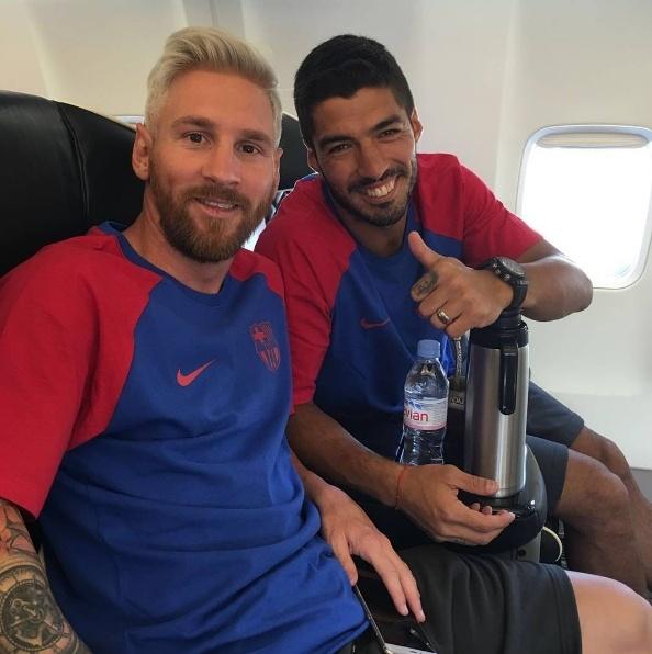 Messi toc bach kim dan dau luc luong Barca toi Anh anh 2