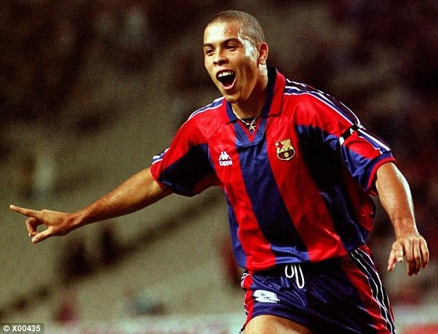 Tron 20 nam Barca chung kien Ronaldo huyen thoai ra doi hinh anh