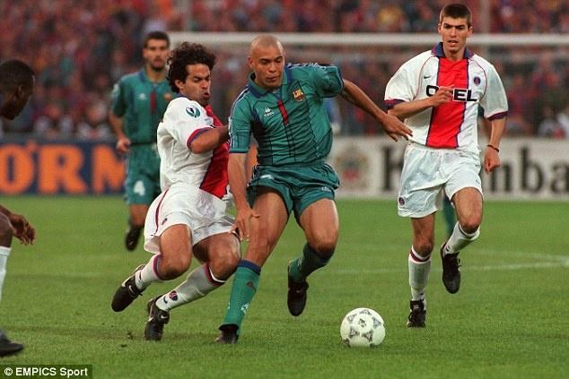 Tron 20 nam Barca chung kien Ronaldo huyen thoai ra doi hinh anh 15