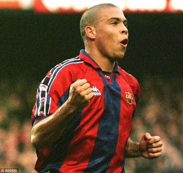 Tron 20 nam Barca chung kien Ronaldo huyen thoai ra doi hinh anh 5