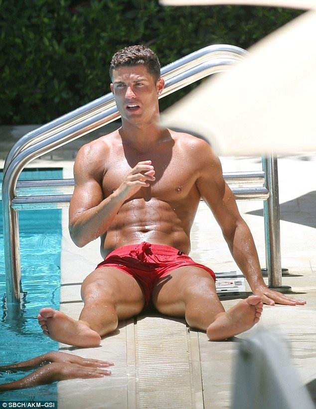 Can canh co the hoan hao va san chac cua Ronaldo hinh anh 2