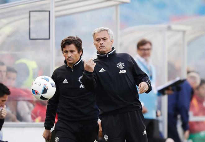 Conte va Mourinho nhieu nguy co bi sa thai dau tien hinh anh 1