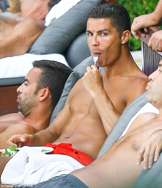 Can canh co the hoan hao va san chac cua Ronaldo hinh anh 10