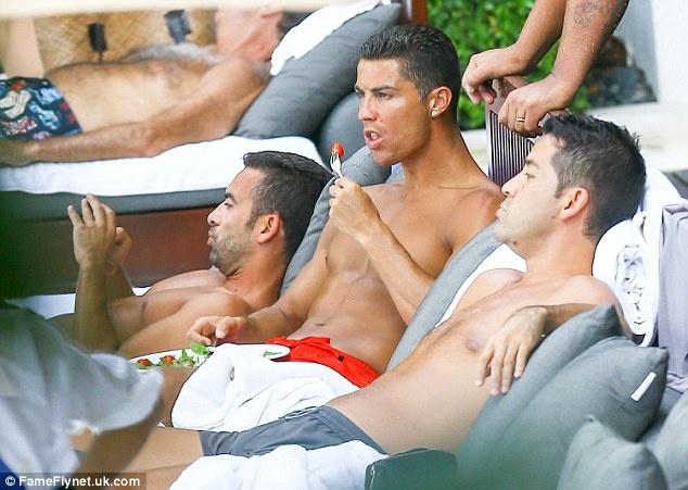 Can canh co the hoan hao va san chac cua Ronaldo hinh anh 11