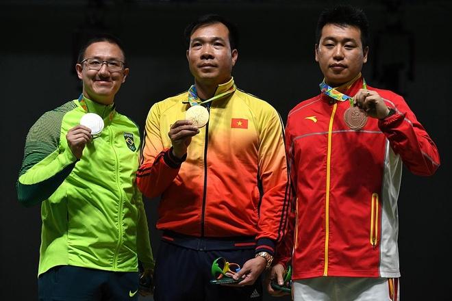 Hoang Xuan Vinh lap ky luc Olympic, gianh HCV lich su hinh anh 1