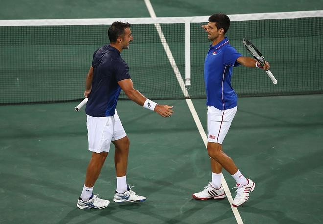 Djokovic khoc nuc no khi vo mong lay vang Olympic hinh anh 8